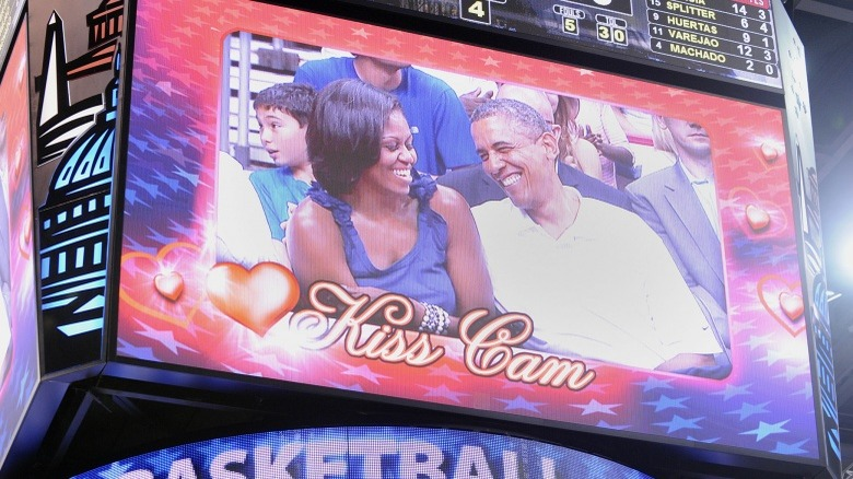 Michelle Obama Barack Obama kiss cam