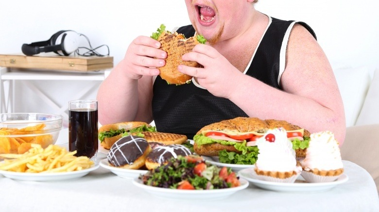 eating overeating gluten carbs