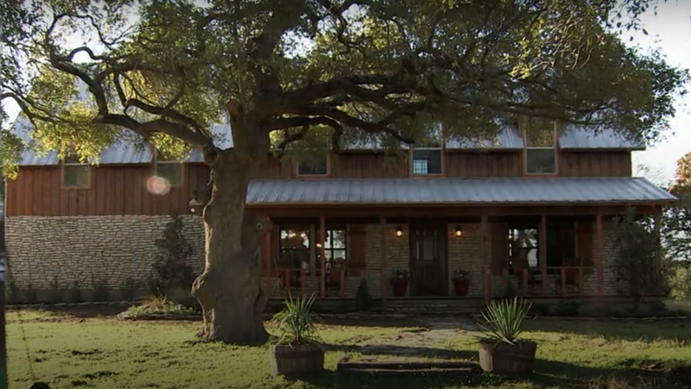The exterior of the Crawford House from Fixer Upper