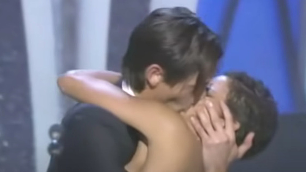 Halle Berry and Adrien Brody kissing