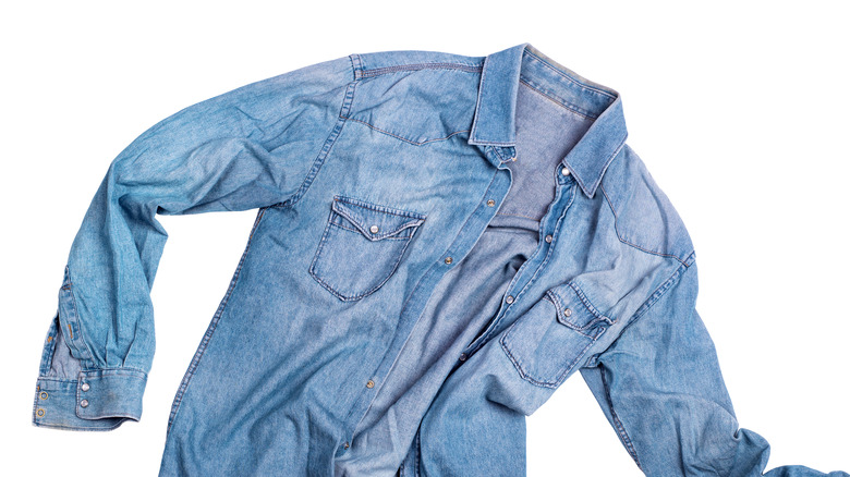 fashion trend chambray shirt