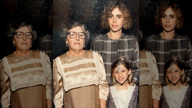Mayim Bialik with her mother and grandmother as a girl